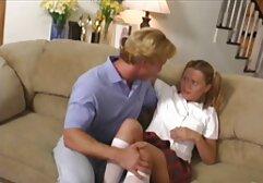 لیسیدن گربه در حالی که او squirts و ناله سوپر سکسی خواهر برادر در جوراب ساق بلند